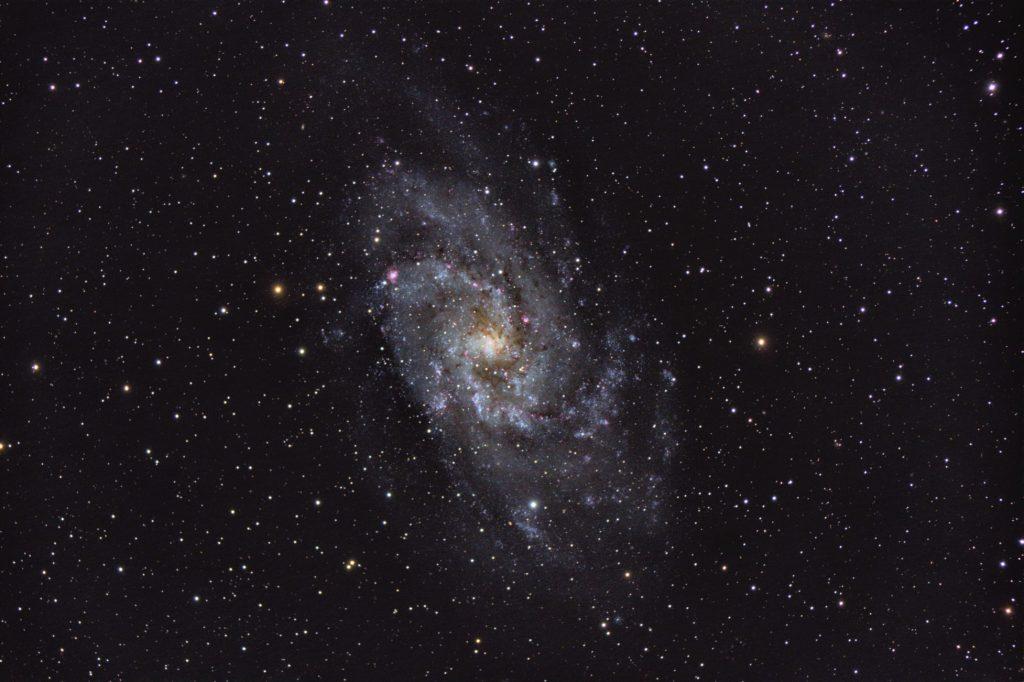 M33 mit dem D=127mm f/6 Meade, 27 x 600 sek @ ISO800