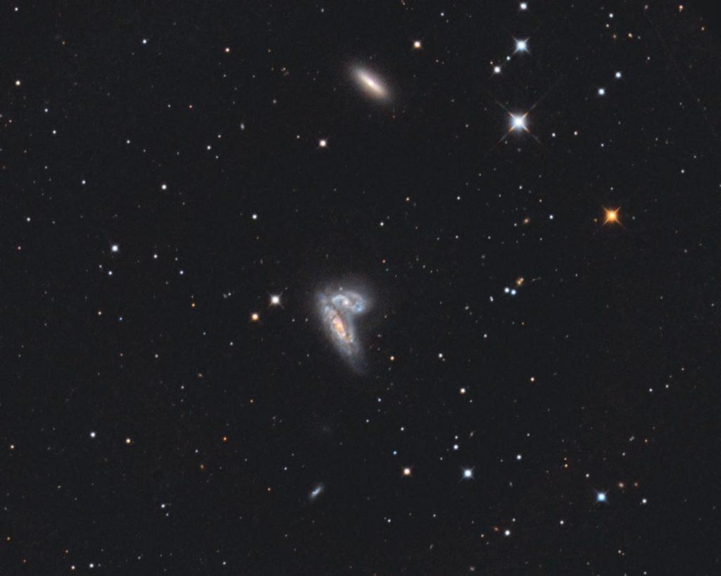 NGC4567/8 zwei schöne Spiralgalaxien in beginnender Kollision. Zusätzlich gibt es noch eine Supenova (SN2020fQv)