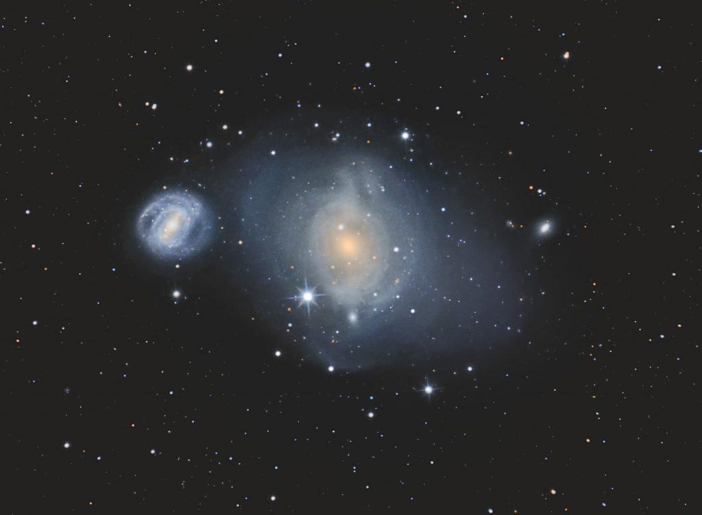 """M85 und NGC4394 in Virgo. 16""""-RC, Nikon D800, 31 Bilder a 600s bei ISO400, 12"""" Newton f/6 Bilder aus 2016, Canon 40D, 18 Bilder a 600s bei ISO800."""