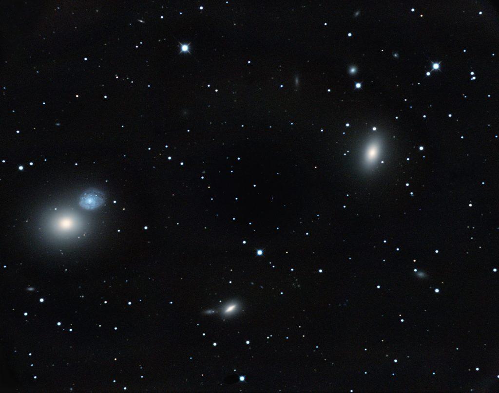 """Galaxien M60 und NGC4647 links, M59 rechts im Bild. In der Mitte unten NGC4638. 16""""RC @ f/5.6, Nikon D800 @ ISO400, 24 Bilder zu je 10min. Die Galaxien gehören ebenfalls zum Virgo-Haufen."""